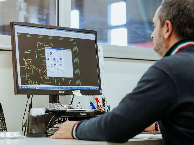 Postazione CAD CAM - Lavorazioni Meccaniche di Precisione - OMP snc