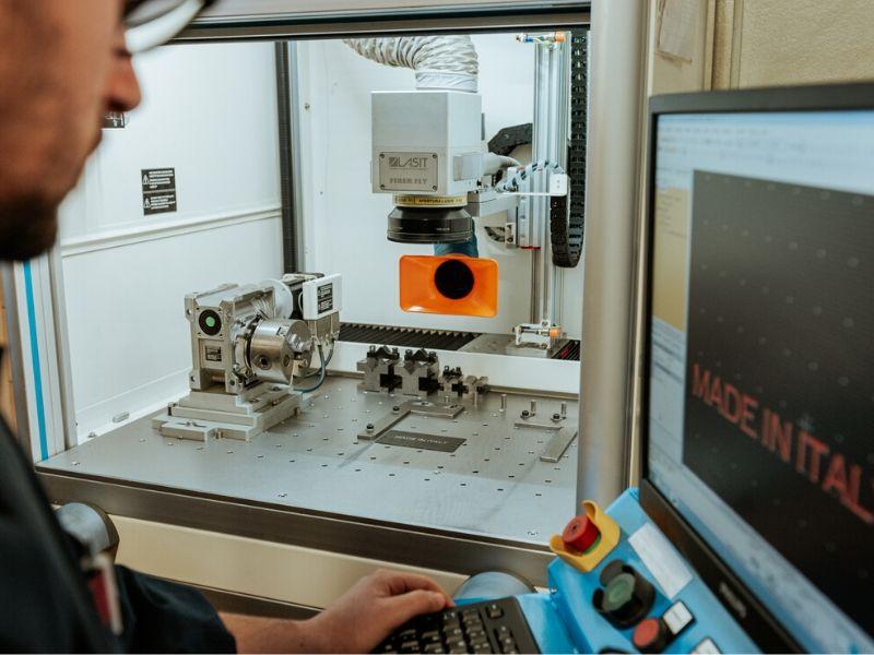 Marcatura Laser - Lavorazioni Meccaniche di Precisione - OMP snc